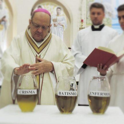 Santos óleos são abençoados em missa solene na Catedral