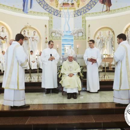 Diocese: Jonas e João Vitor são ordenados diáconos