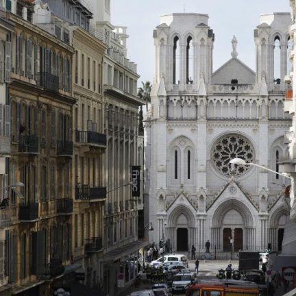 Atentado em Nice: o Papa reza pelas vítimas e para que cesse a violência
