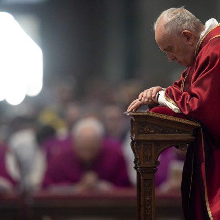 Vídeo: Papa pede oração e proteção às mulheres, vítimas de violência