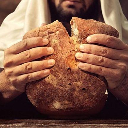 """Dom Carlos: """"Onde vamos comprar pão para que eles possam comer?"""" (Jo 6,5)."""