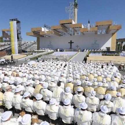 """Hungria: Papa pede católicos """"alicerçados e abertos, enraizados e respeitadores"""""""